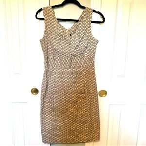 GapStretch patterned v-neck dress size 6